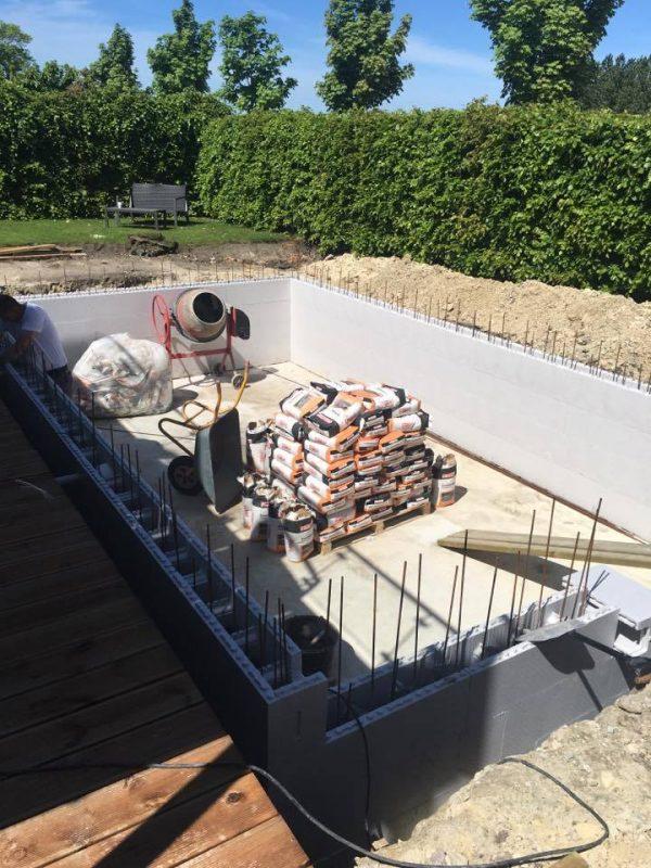 Construction des murs de la piscine